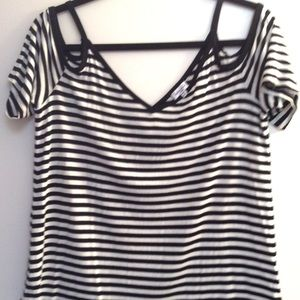 NWOT Splendid open shoulder top